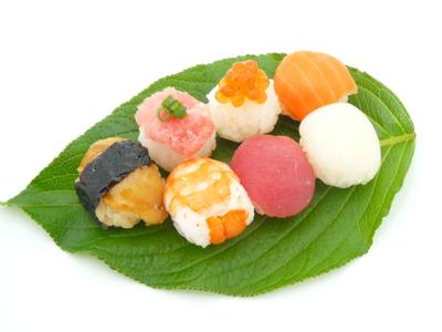 ゆずしぼりの酢飯で手毬寿司.JPG